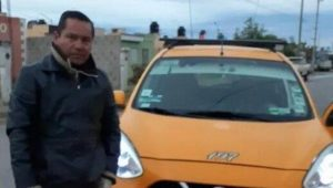 Taxista devuelve a pasajera 12 mil pesos que olvidó