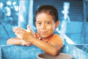 Coronavirus: las  escuelas cancelan eventos y saludos