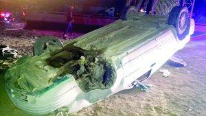 Quedan dos lesionados tras chocar y volcarse en la Carretera Nacional
