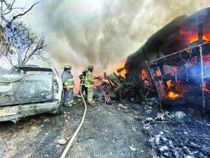 Arrasan incendios con 4 viviendas, dos vehículos...y 5 mascotas