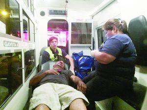 Héroe arriesga su vida por salvar a anciano de morir quemado