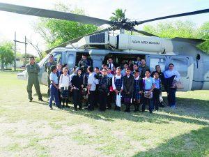 Disfrutan estudiantes  hospitalidad militar