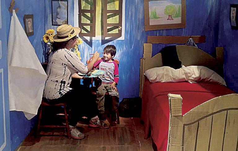 Las familias aprovecharon para llevarse un recuerdo del Museo Reyes Meza con las obras interactivas.