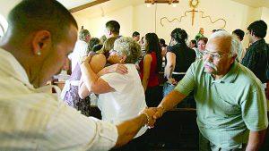 Suspenden rito de la paz en iglesias