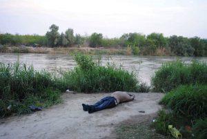 Flota cadáver en el río Bravo