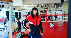 Mujer boxeadora falsificaba su identidad para pelear contra hombres