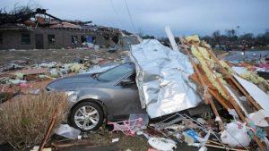 Tornados en Tennessee causan al menos 22 muertos y edificios caídos