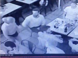 Mesera nalgueada publica video para mostrar la agresión de su cliente