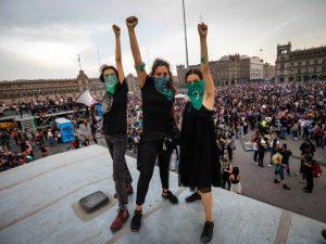 'Mujeres que marcharon merecen nuestro respeto': AMLO
