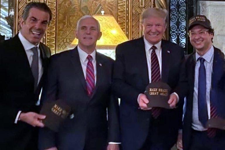 Fabio Wajngarten, en el extremo derecho, junto al Presidente Donald Trump.