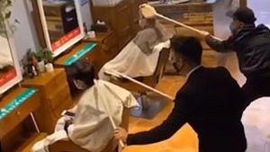 La técnica de los peluqueros chinos para evitar el coronavirus (VIDEO)
