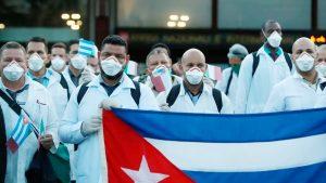 Cuba envía a Italia y América Latina brigadas médicas para enfrentar el coronavirus; los reciben como héroes (VIDEO)
