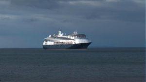 Deambula crucero en América con decenas de enfermos; busca atracar en Puerto Vallarta