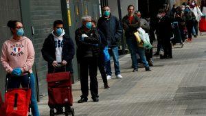 En España 'Trabajadores de actividades no esenciales se quedan en casa' por dos semanas