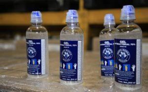 Grupo Modelo entrega  gel antibacterial al IMSS