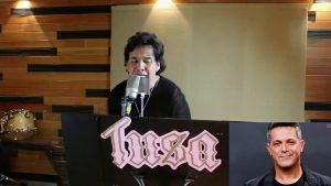 VIDEO: Gilberto Gless anima cuarentena; canta 'Tusa' con más de 25 voces