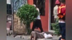 Miedo al coronavirus: mujer se desmaya y nadie le ayuda VIDEO