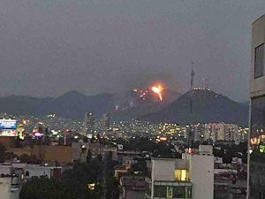 VIDEO: Captan fuerte incendio en Cerro del Chiquihuite en CDMX