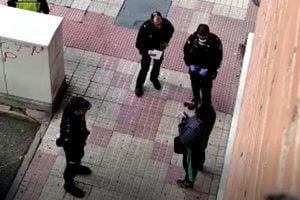 Coronavirus: Acusan dos hombres de terrorismo en EE.UU. por toser y decir que estaban contagiado