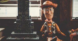 Bad Bunny crea película del coronavirus con juguetes de Toy Story (VIDEO)