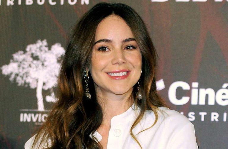 Con bata traslúcida, Camila Sodi deja ver de más en su cuarentena