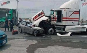 Terrible choque frontal en carretera Monterrey Nuevo Laredo, en Ciénega de Flores