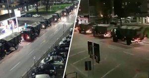 Camiones del ejército Italiano llevan a cremar los muertos por coronavirus