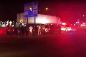 Encuentran a 90 inmigrantes indocumentados en un tráiler en Laredo, Texas