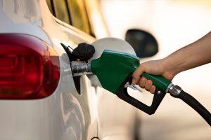 Por qué bajó el precio de la gasolina en México a 16 pesos