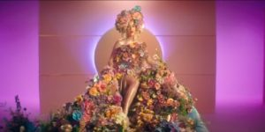 Katy Perry revela su embarazo en su nuevo video