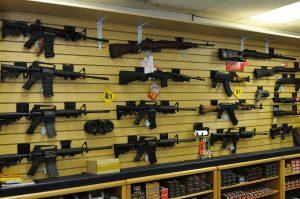 Coronavirus: Seguirán abiertas tiendas de armas en Texas