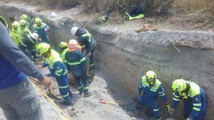 Derrumbe en Santa Catarina deja al menos cuatro trabajadores atrapados y un muerto