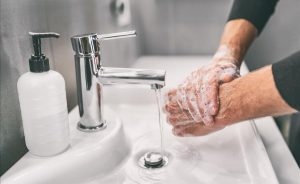 VIDEO: Experimento demuestra la importancia de lavarse las manos
