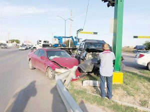Causa accidente y termina herida