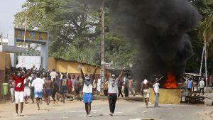 Por miedo a coronavirus destruyen centro de pruebas en Costa de Marfil