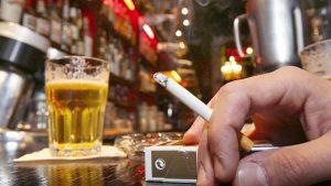 Cuarentena sin vicios: tabacaleras se unen a cerveceras y dejan de producir cigarros