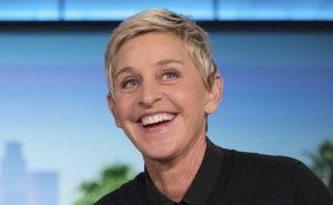Ellen DeGeneres con vestido y cabello largo ¡irreconocible! FOTO