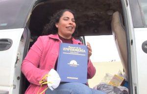 Enfermera duerme en su camioneta para proteger a su familia (VIDEO)
