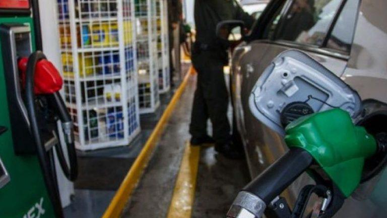 Los precios futuros del petróleo WTI escalan un 20%