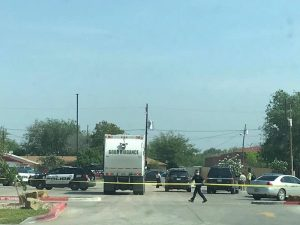 Hallan cadáver en estacionamiento de gimnasio en Laredo, Texas