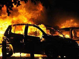 Incendio en aeropuerto de Florida arrasa con 3 mil 500 carros; Impactantes FOTOS