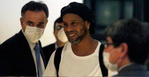 Así despidieron entre lágrimas y barbacoa a Ronaldinho de la cárcel en Paraguay VIDEO