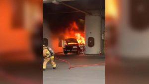 Momentos del incendio de camioneta en caseta del Puente Internacional II del lado americano. #Laredo