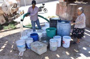 Bloquean carretera Torreón-San Pedro por escasez de agua potable