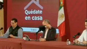 López Gattel tose en conferencia y las redes enloquecen VIDEO