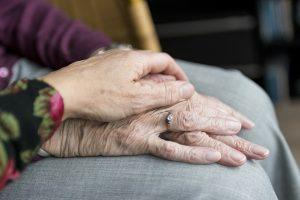 Casera perdona la renta a su inquilina de la tercera edad durante la cuarentena