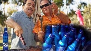 Escasez de cerveza fortalece lazos entre compadres en Los Dos Laredos