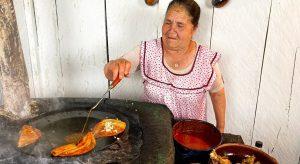 VIDEO: abuelitas comparten recetas de rancho en YouTube