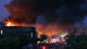 Incendios y disturbios en Minnesota (VIDEO)