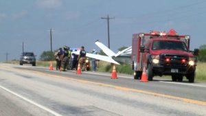 Laredo: Aterriza avioneta de emergencia en carretera 59